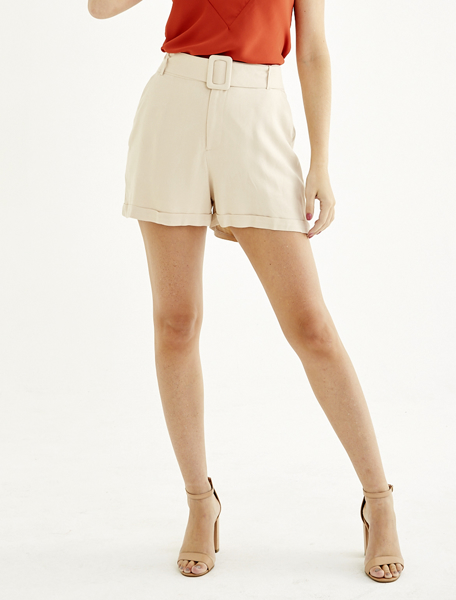 Shorts alfaiataria com cinto